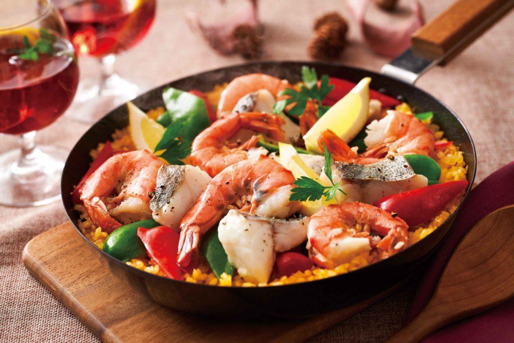 【野菜ぶいよん】レシピ_旬の魚介でフライパンパエリア_s