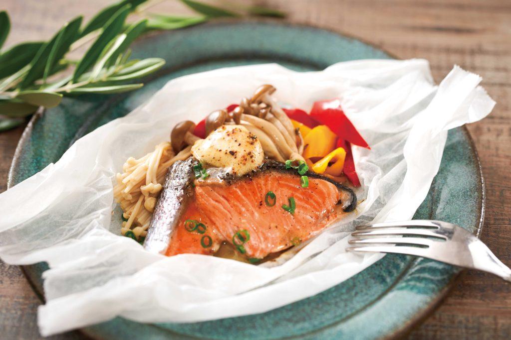 【うまだし】レシピ鮭とキノコの包み蒸し